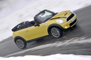 Mini Convertible - dashing through the snow