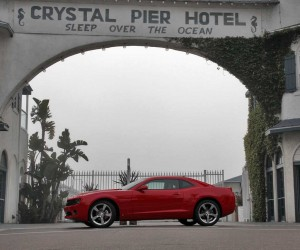 With a 6-speed gearbox, the '10 pony car is surprisingly easy to drive in-town.