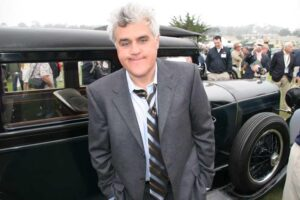 Comedian and car collector Jay Leno will perform for free for unemployed autoworkers in Detroit on April 7th.