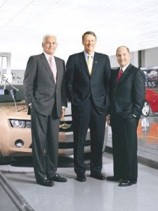 Ex GM Chairman Rick Wagoner, center, Retiring GM Vice Chairmen Bob Lutz, left, and CEO Fritz Henderson
