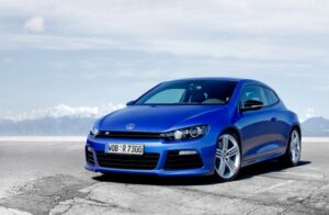 With 265 horsepower, the R is without question the most powerful version of the Scirocco family.