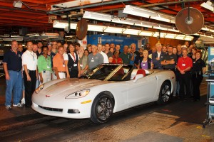 GM Bowling Green Assembly employees pose with the 1,500,000th Corvette, a 2009 convertible.