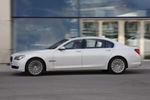 The 2010 BMW 7i introduces a fourth-generation V-12 to the new 7-Series line-up.