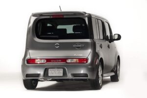 The rear of the 2009 Nissan Cube is where the unusual asymmetric design theme becomes most obvious.