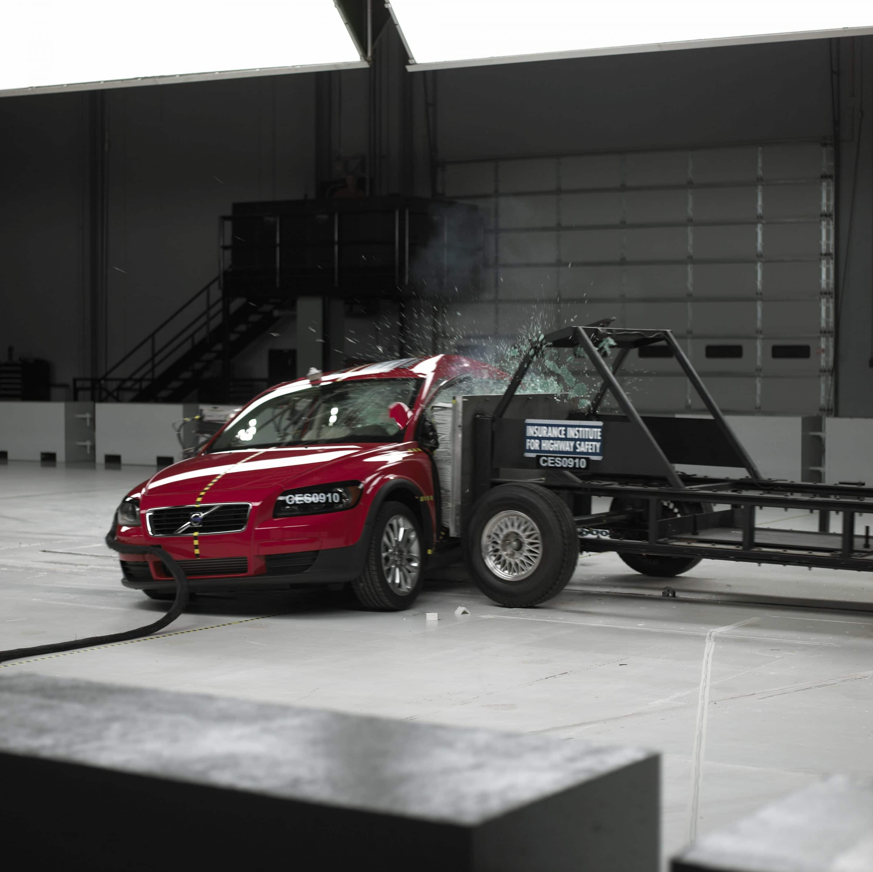 """Side Impact Tests """"Good' For Small Volvo And Ford Cars"""