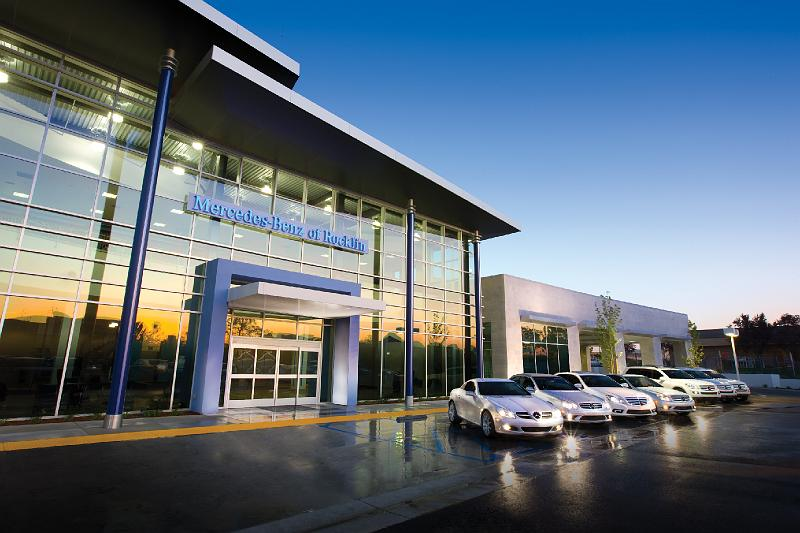 Car dealer restaurants curiosity or trend for Mercedes benz dealers in michigan