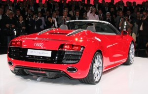 The visual changes are surprisingly modest, with the 2010 Audi R8 5.2 Spider, most notably with the speedster-style rear humps which feature modified air intakes.