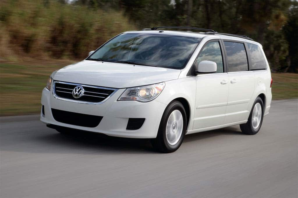 A Microbus It Ain T But The 2010 Volkswagen Routan Does Deliver Roomy