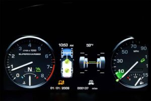 The 12-inch video display in the 2010 Range Rover replaces traditional gauges and instantly adapts to changes in vehicle settings.