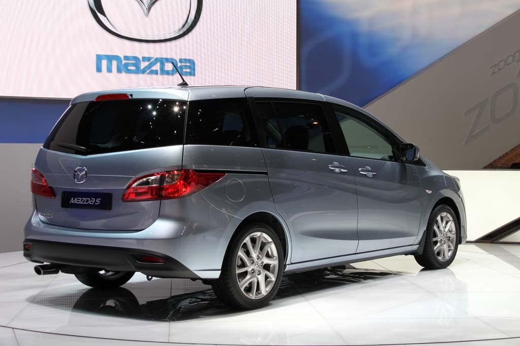 http://www.thedetroitbureau.com/wp-content/uploads/2010/03/2011-Mazda-MX5-rear1.jpg