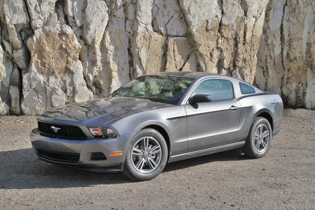 first drive 2011 ford mustang gt and mustang v6. Black Bedroom Furniture Sets. Home Design Ideas