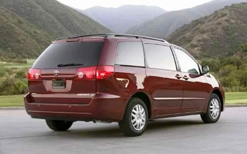 Toyota Recalling 700,000 Sienna Minivans