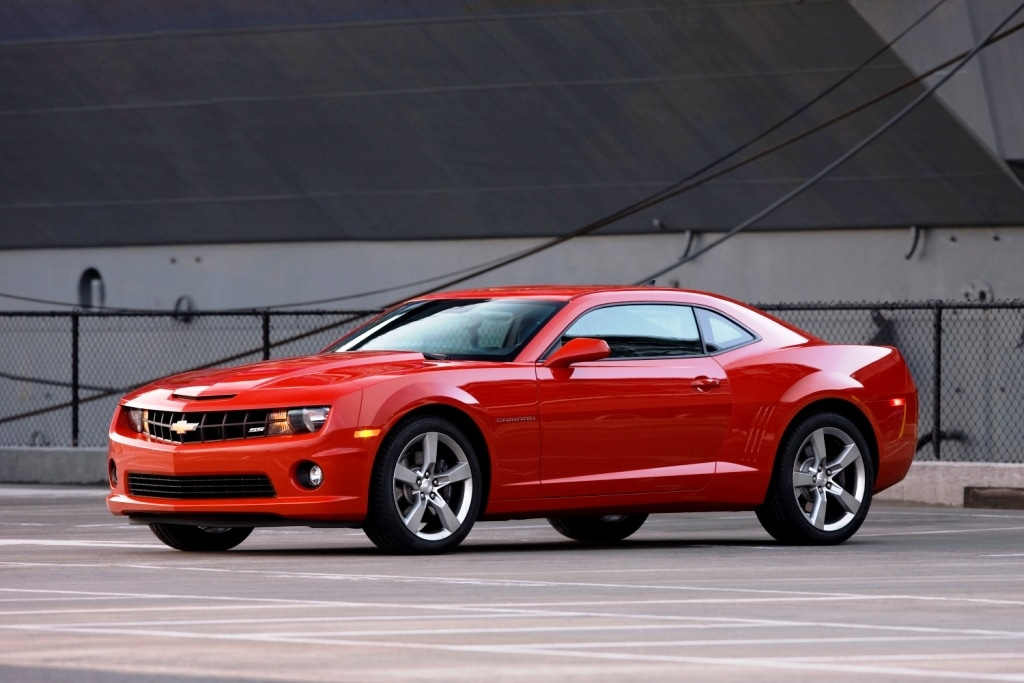 2011 camaro bests mustang in horsepower war. Black Bedroom Furniture Sets. Home Design Ideas