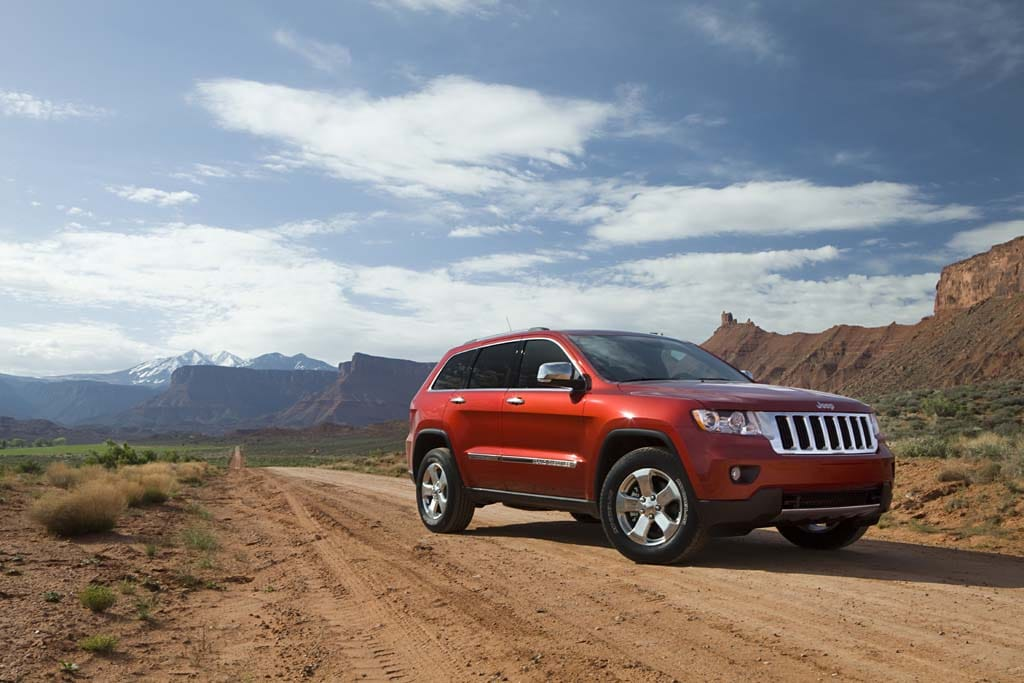 first drive 2011 jeep grand cherokee. Black Bedroom Furniture Sets. Home Design Ideas