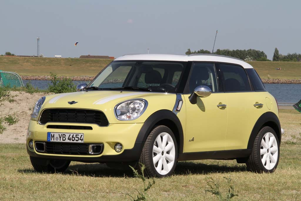 first drive 2011 mini countryman cooper s all4. Black Bedroom Furniture Sets. Home Design Ideas