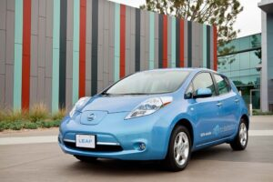 The 2011 Nissan Leaf wins a key award.