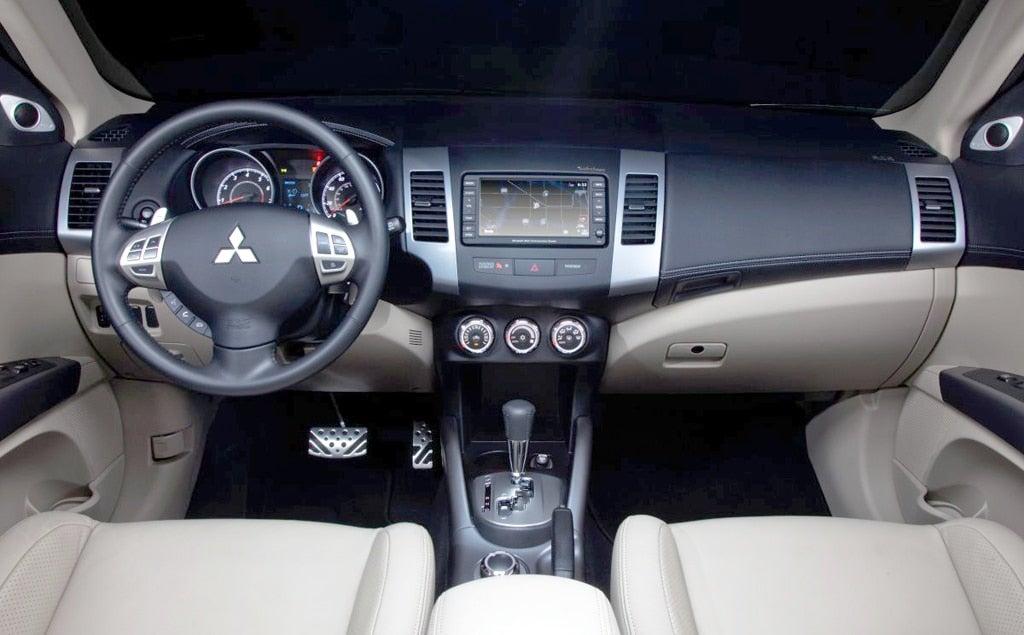 2011 mitsubishi outlander interior