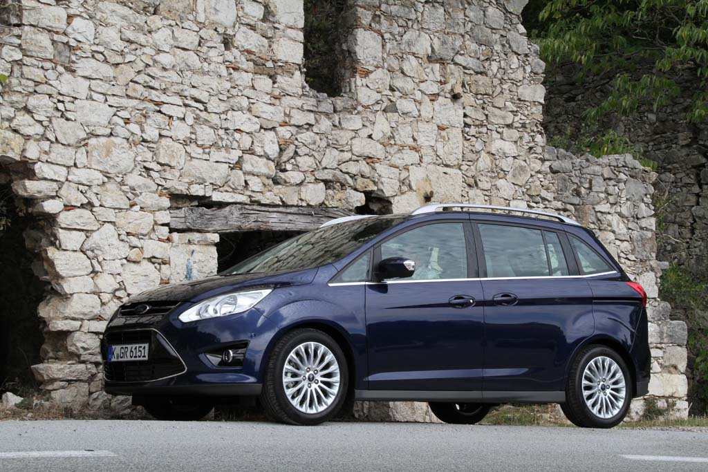 first drive 2012 ford c max ford grand c max. Black Bedroom Furniture Sets. Home Design Ideas