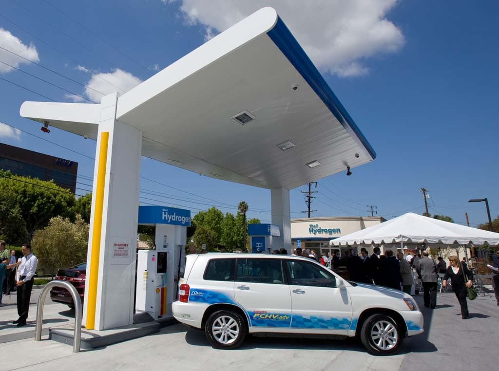 toyota s 2015 hydrogen car to boast 300 mile range. Black Bedroom Furniture Sets. Home Design Ideas