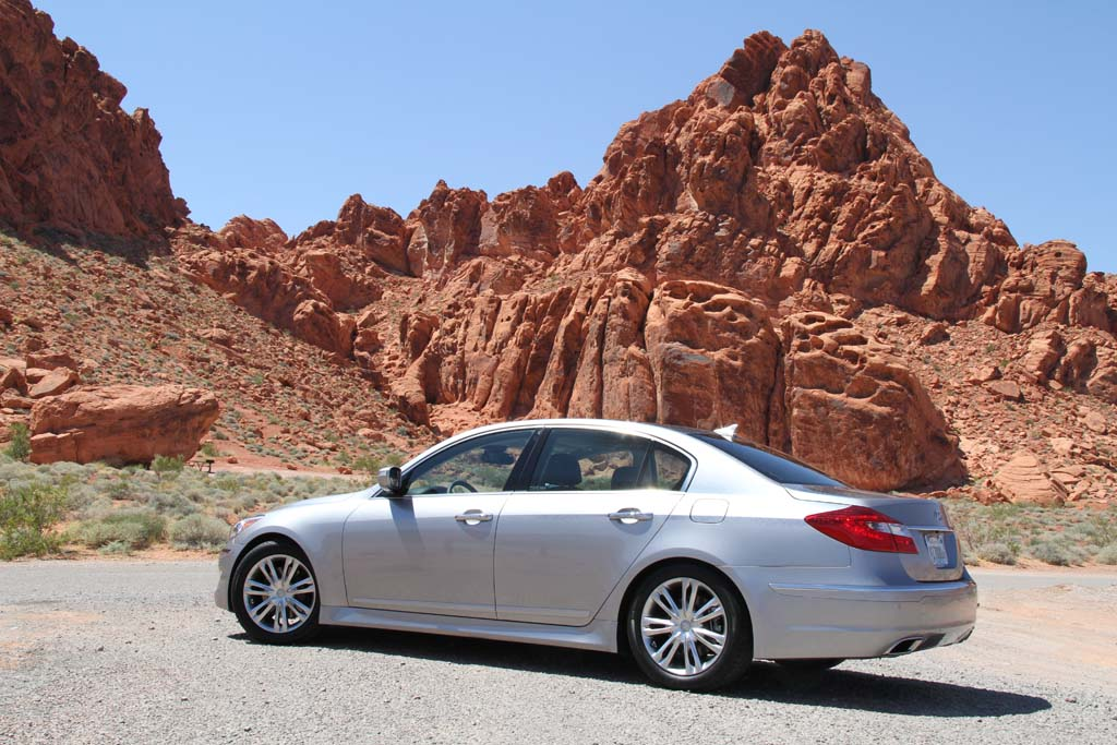 first drive 2012 hyundai genesis 5 0 r spec. Black Bedroom Furniture Sets. Home Design Ideas