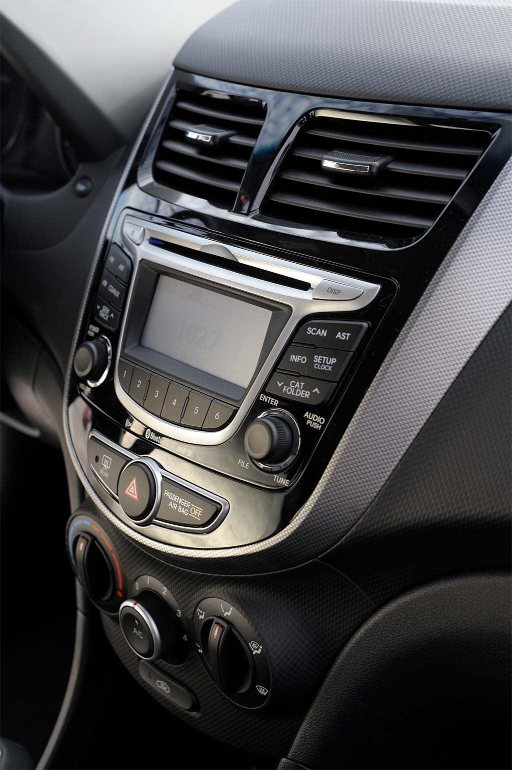 Hyundai Accent Mpg >> First Drive: 2012 Hyundai Accent | TheDetroitBureau.com