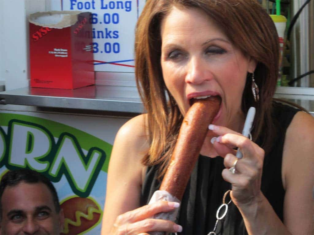 Michelle-Bachmann-with-corn-dog.jpg