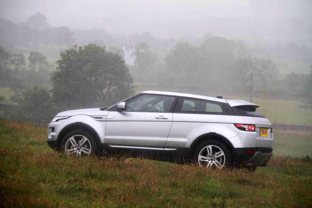 2012 land rover range rover evoque first drive off road autos post. Black Bedroom Furniture Sets. Home Design Ideas