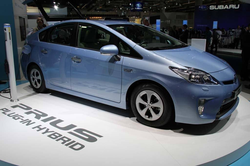 Toyota Prices Prius Plug In At Unexpected 32 760