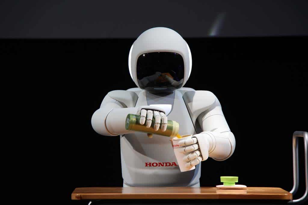 ASIMO Revamped, Performs More Human-Like Than Ever [Video]