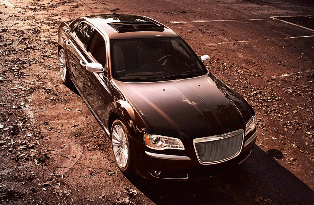 Chrysler Moves Up-Market with 300 Luxury Series