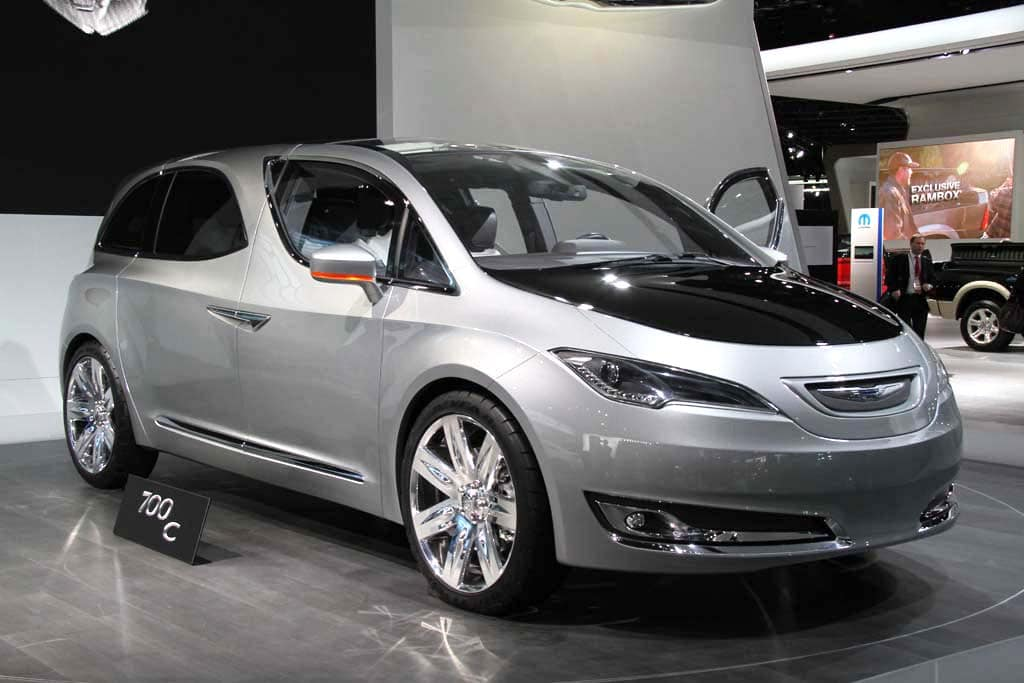 2014 Chrysler 700C http://www.thedetroitbureau.com/2012/05/chrysler-killing-town-country-keeping-dodge-caravan/
