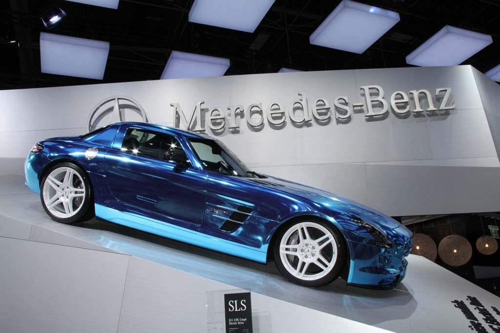 Mercedes plugs in with sls amg electric drive for New electric mercedes benz