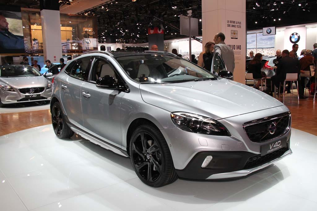 volvo v40 cross country blends wagon and crossover. Black Bedroom Furniture Sets. Home Design Ideas