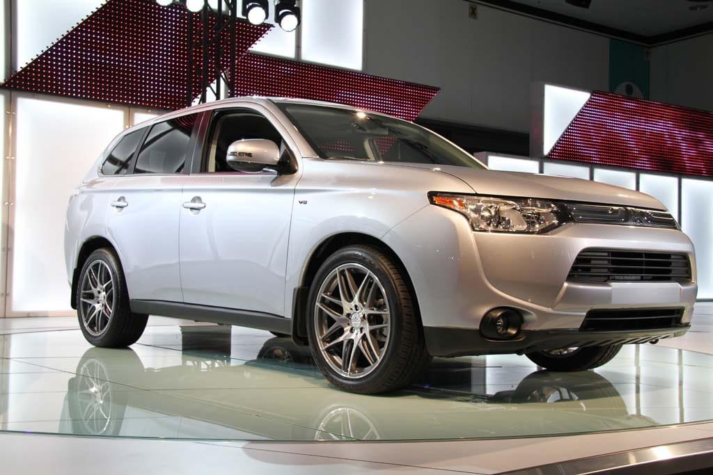 Mitsubishi Lands New Outlander