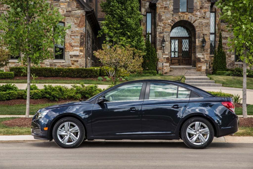 GM Orders Halt to Chevy Cruze Sales