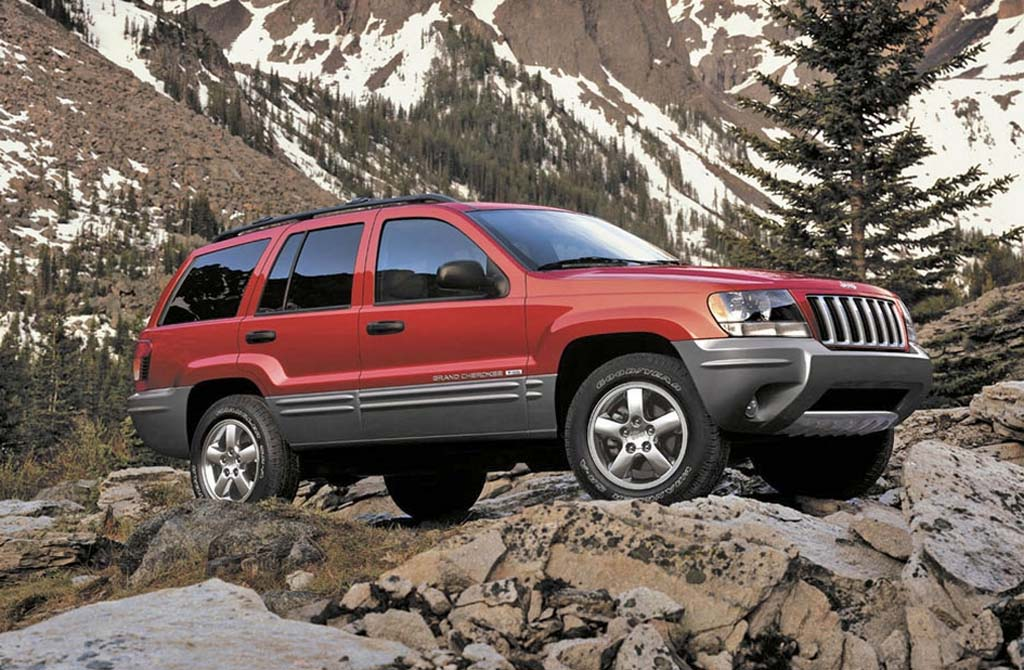 chrysler caves to feds will recall 2 7 million jeeps. Black Bedroom Furniture Sets. Home Design Ideas