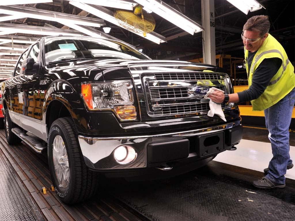 Ford halting production at 4 plants as retail demand ebbs