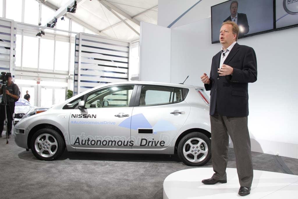 Nissan-EVP-Palmer-with-Autonomous-Leaf.jpg