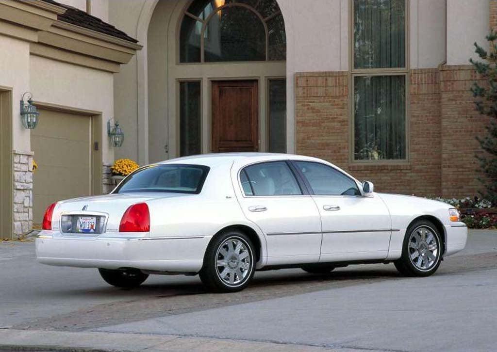 ford recalls 370 000 older rear drive models. Black Bedroom Furniture Sets. Home Design Ideas