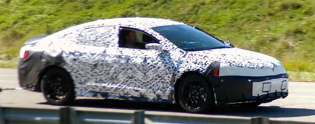 camouflaged 2015 Chrysler 200 still reveals a few of its secrets