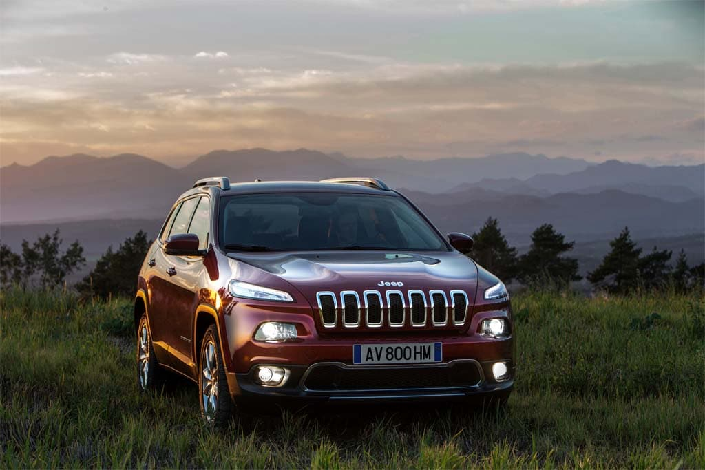 Jeep cherokee diesel to debut at geneva motor show for Jeep with diesel motor