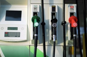 Gas prices continue to fall as oil prices globally remain low.