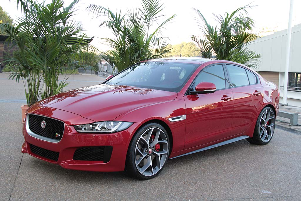 jaguar lays out specs u s launch plans for new xe sport sedan. Black Bedroom Furniture Sets. Home Design Ideas