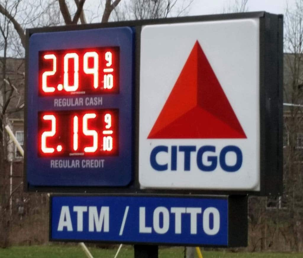 Falling Gas Prices Putting Money in Consumers Pockets