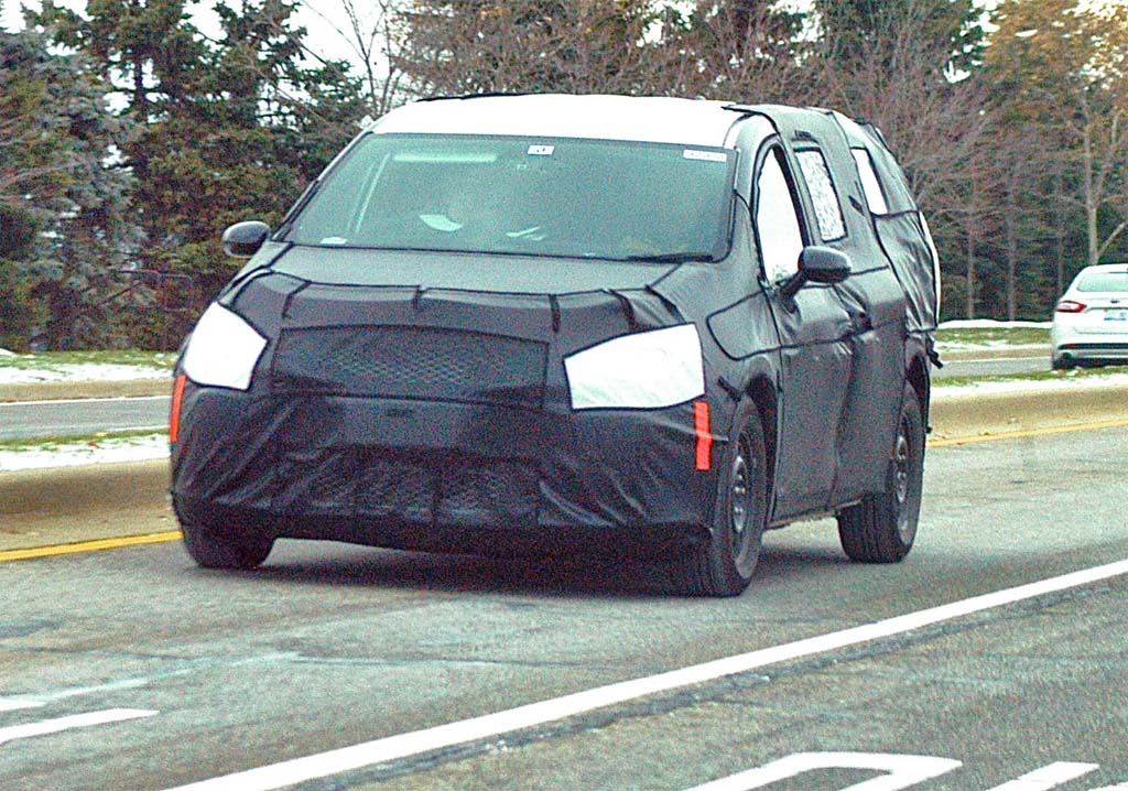 2017 Chrysler Town And Country >> Spy Shots 2017 Chrysler Town Country Thedetroitbureau Com