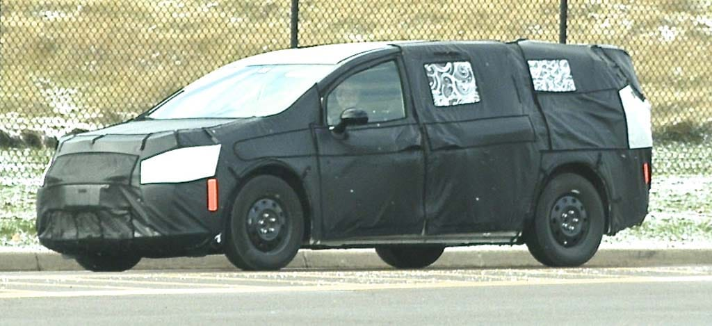 Spy Shots: 2017 Chrysler Town & Country