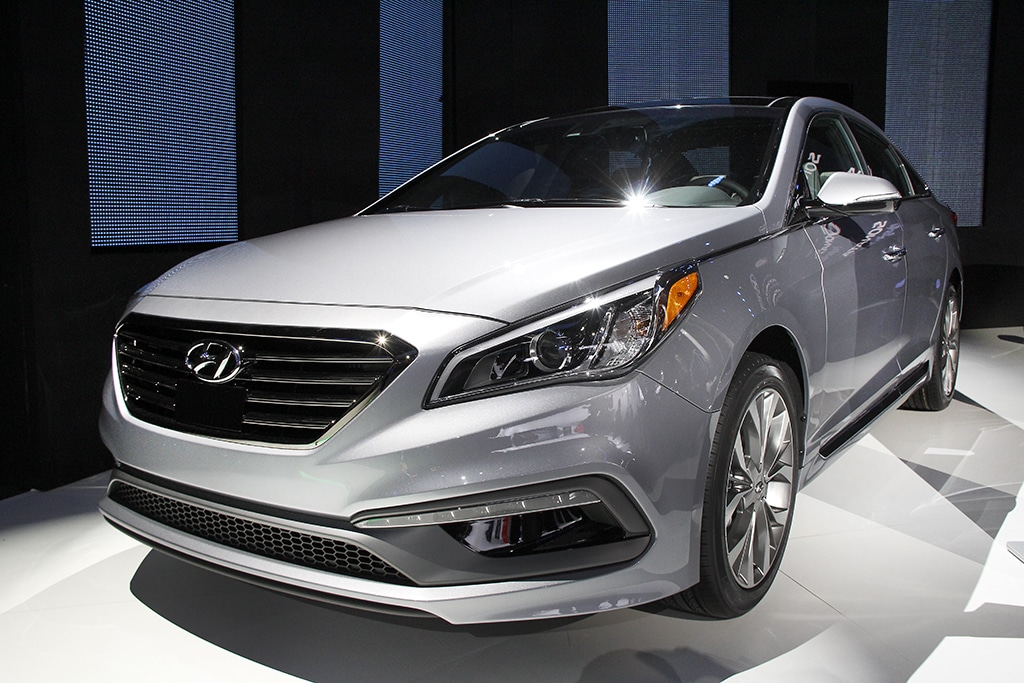 hyundai goes for the hybrid two fer with sonata 2016 hyundai sonata hybrid. Black Bedroom Furniture Sets. Home Design Ideas