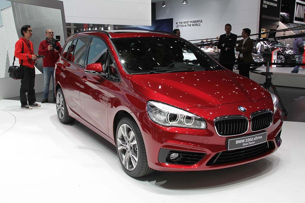 bmw introduces all new 2 series minivan bmw 220d xdrive grand tourer geneva debut. Black Bedroom Furniture Sets. Home Design Ideas