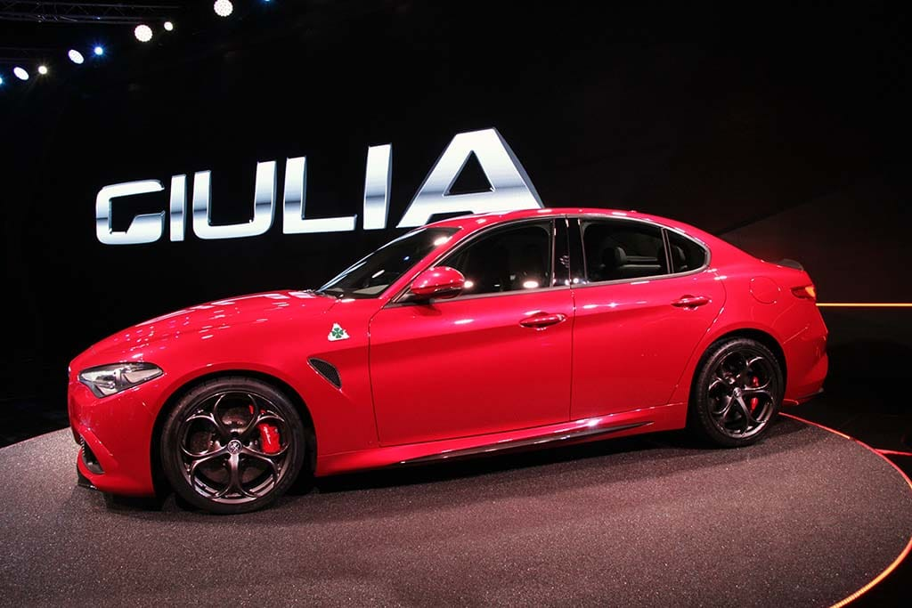 viva italia first look at the new alfa romeo giulia. Black Bedroom Furniture Sets. Home Design Ideas