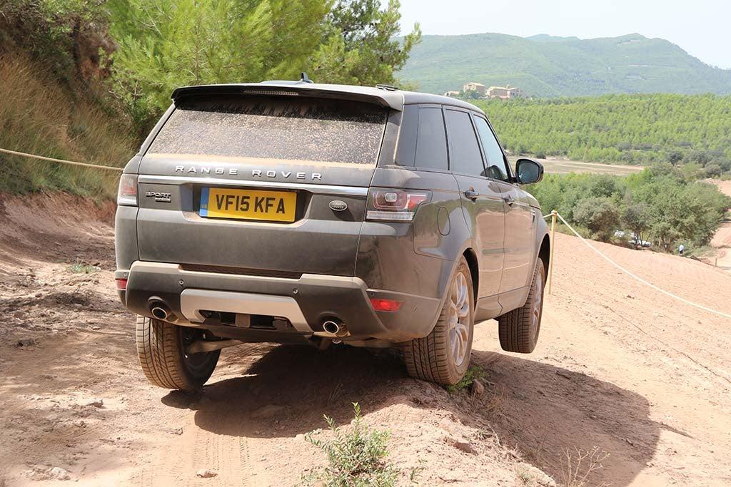 2016 Range Rover Sport Td6 – wheel lifted | TheDetroitBureau com